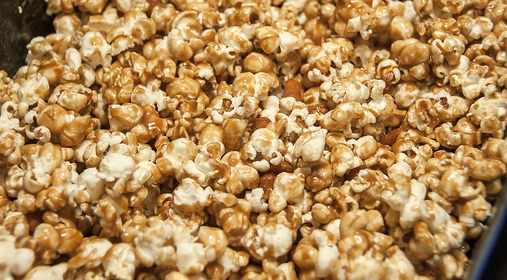 Caramel Corn with Honey-Roasted Peanuts (adapted slightly from Leite ...