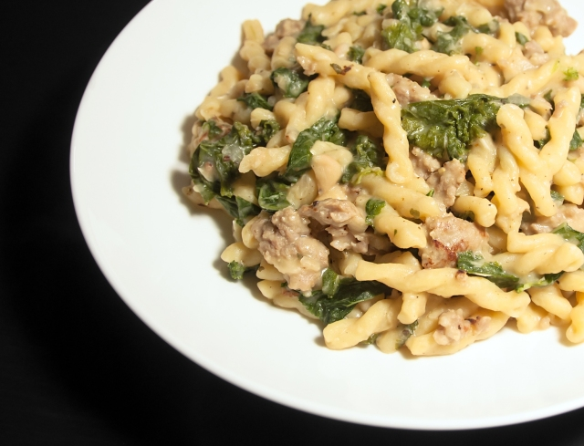 One Pot Pasta with Sausage, Kale and White Beans (serves 4; recipe ...