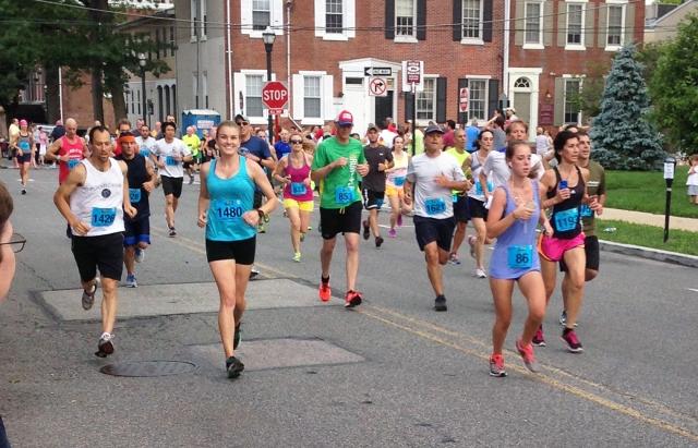 Media 5 Miler first lap turning down Olive Street
